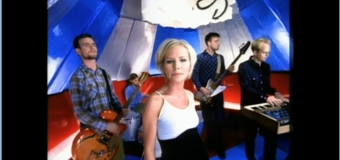 The Cardigans – Lovefool (1996) (vidéoclip & paroles)