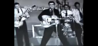 Elvis Presley – Heartbreak Hotel (1956) (vidéoclip & paroles)